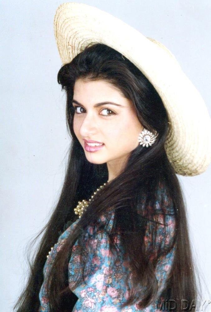 Bhagyashree Patwardhan Stylish And Fashionable Look Still