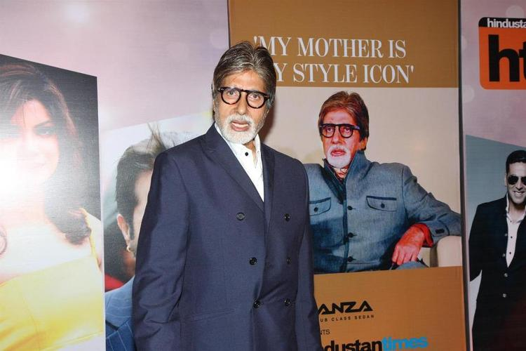 Amitabh Posed For Photo At The Hindustan Times Style Award 2013