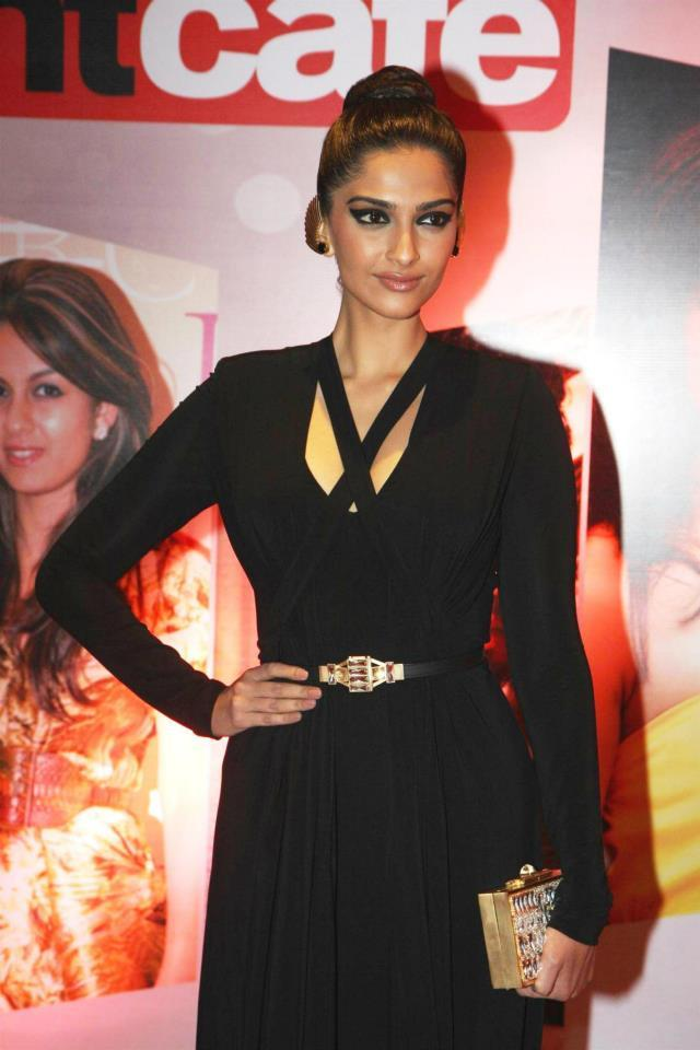 Sonam In An Elie Saab Black Gown At The Hindustan Times Style Award 2013