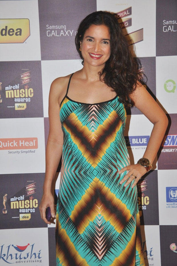A B Town Celeb Cute Smiling Pose Photo Clicked At 5th Radio Mirchi Music Awards
