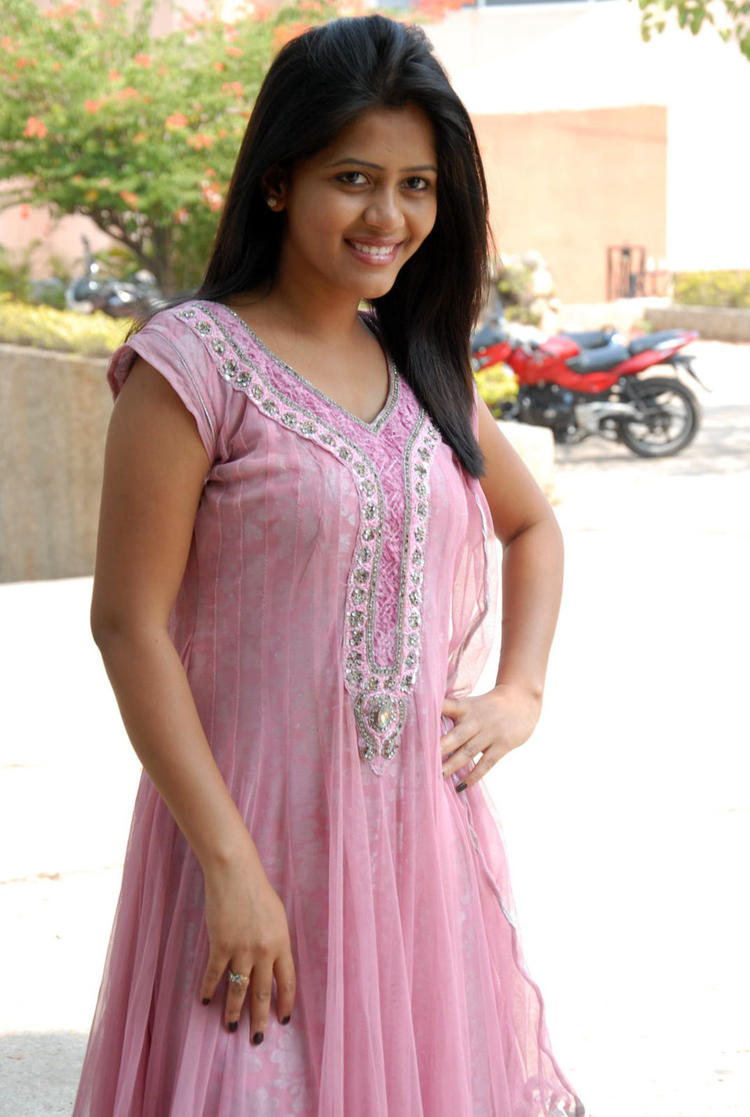 Sonali In Light Pink Salwar Kameez Cool Photo Shoot At Parinaya Wedding Fair 2013 Launch Event