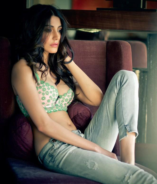 Anushka Sharma Sizzling Photo Shoot For Maxim India Feb 2013
