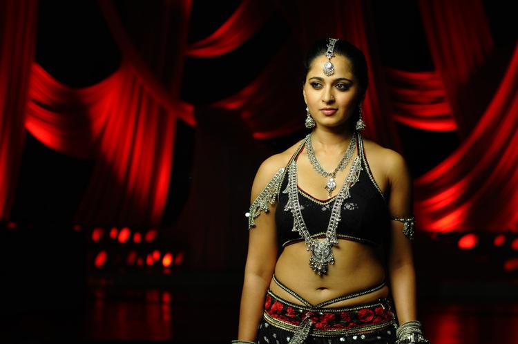 Anushka Shetty Glamorous Look Photo Still