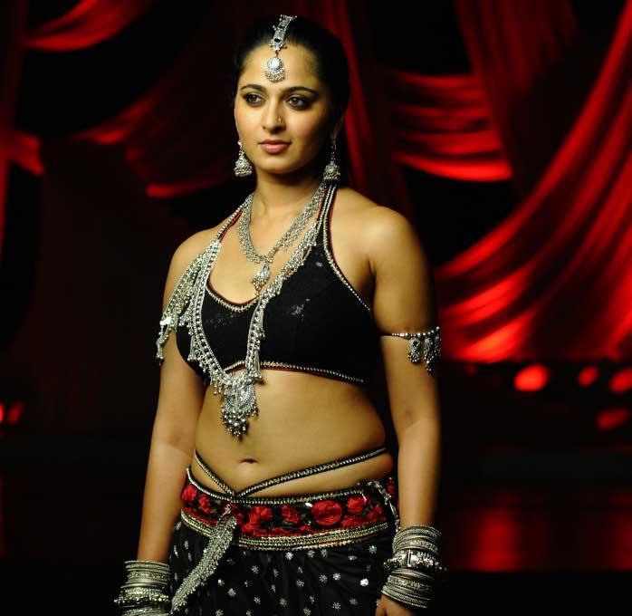 Anushka Shetty Looked Ravishing In A Black Ensemble