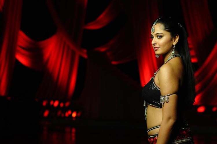 Anushka Shetty Sexy Side Look Photo Still