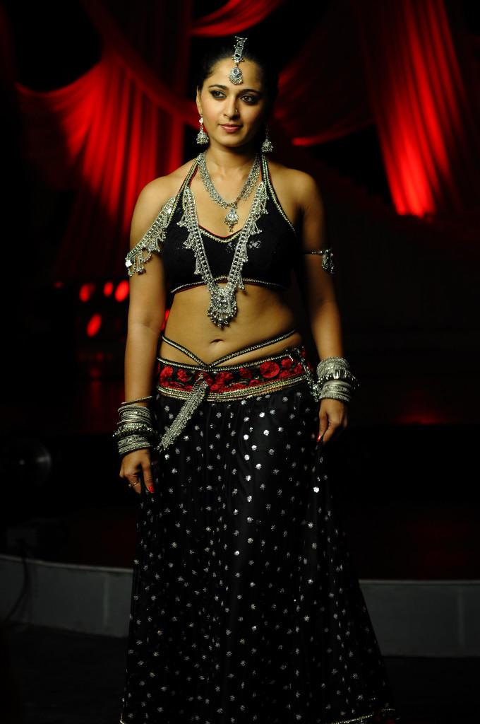 Anushka Shetty Trendy Looking Photo Still