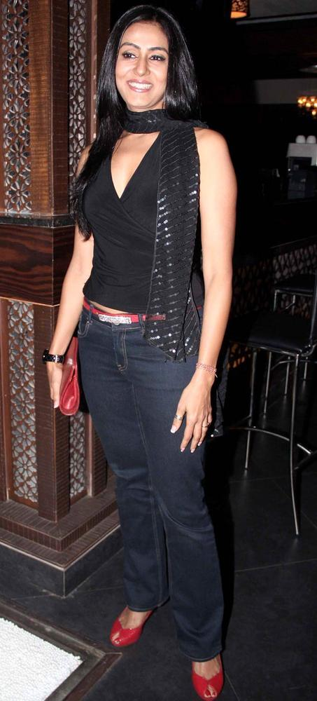 Nivedita Bhattacharya Flashes A Smile At Any Body Can Dance Success Bash