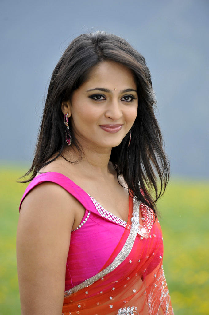 Anushka Shetty In Saree Beautiful Look Still