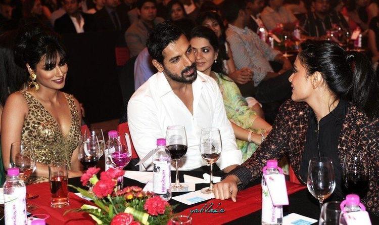 John And Chitrangada Chatting Still At Times Food Award Function 2013