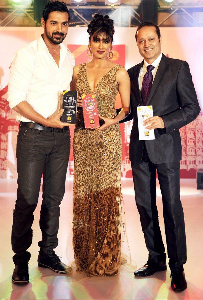 John And Chitrangada Posed With Awards At Times Food Award Function 2013