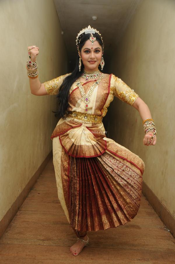 Gracy Singh Perform Bharatnatyam At Ravindra Natya Mandir