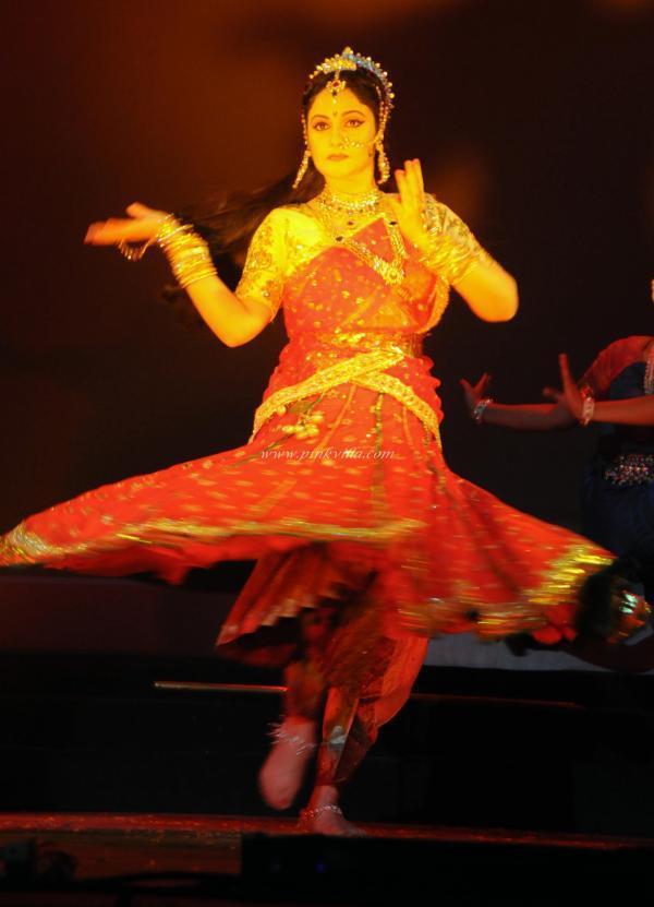 Gracy Singh Stunning Look During Performs At Ravindra Natya Mandir