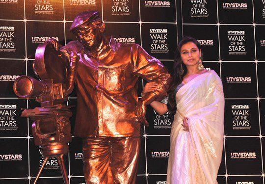 Rani Mukerji Posed For Camera During The Unveiling Of Yash Chopra's Statute