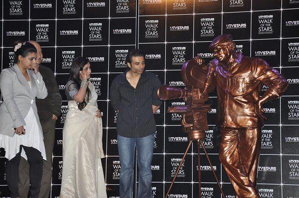 Rani,Uday And Vaibhavi Posed With Yash Chopra Brass Statue At Yash Chopra Statue Unveiled Event