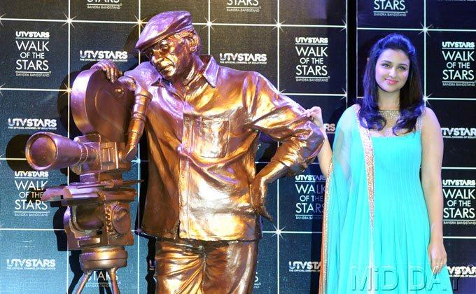 Parineeti Chopra Poses Alongside Yash Chopra's Statue
