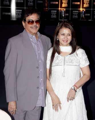 Shatrughan Sinha With Poonam Dhillon Posed At Yash Chopra Statue Unveiling Event