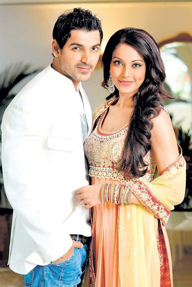 John Abraham And Bipasha Basu Nice Posed Still