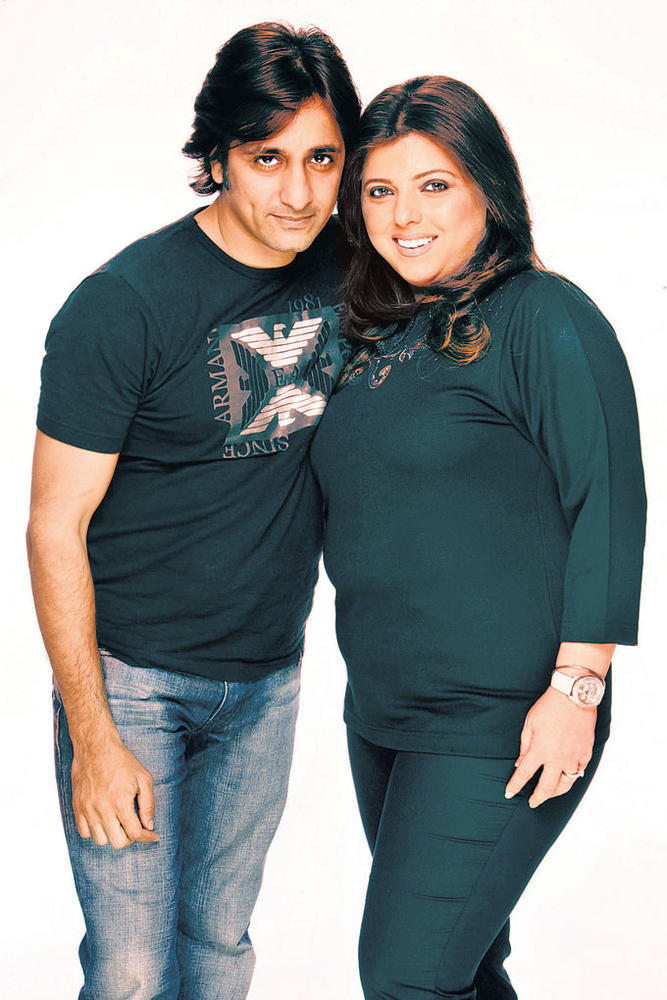 Rajev Paul And Delnaaz Irani Cool Smiling Photo