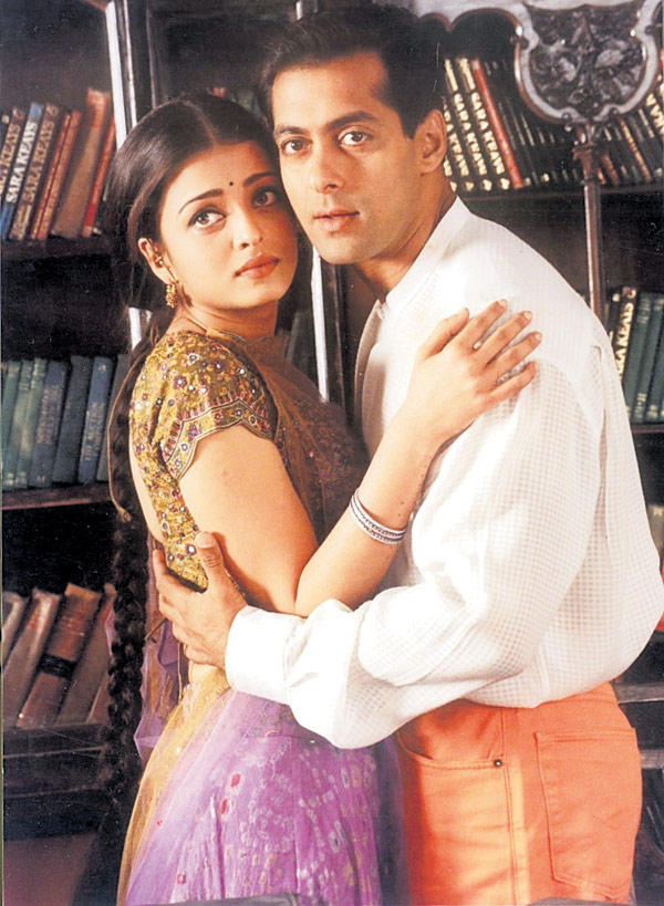 Salman Khan And Aishwarya Rai Nice Look Still From Hum Dil De Chuke Sanam Movie