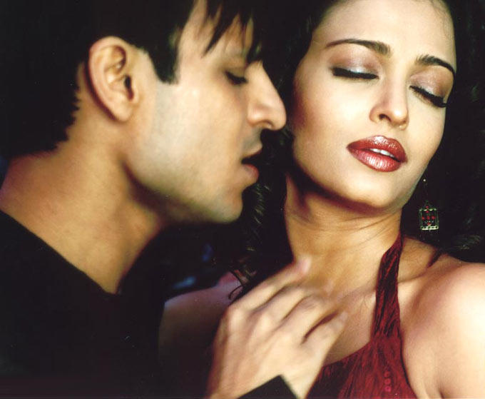 Vivek Oberoi And Aishwarya Rai Hot Look Still