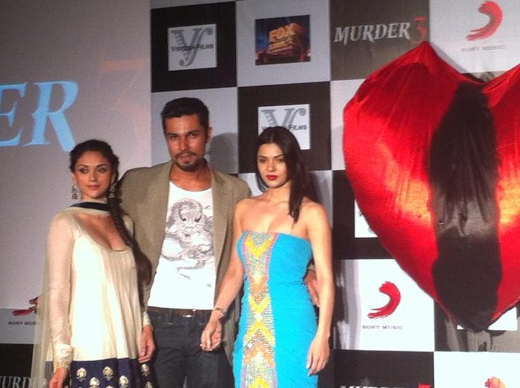 Aditi,Randeep And Sara Posed For Camera At Murder 3 Music Success Party