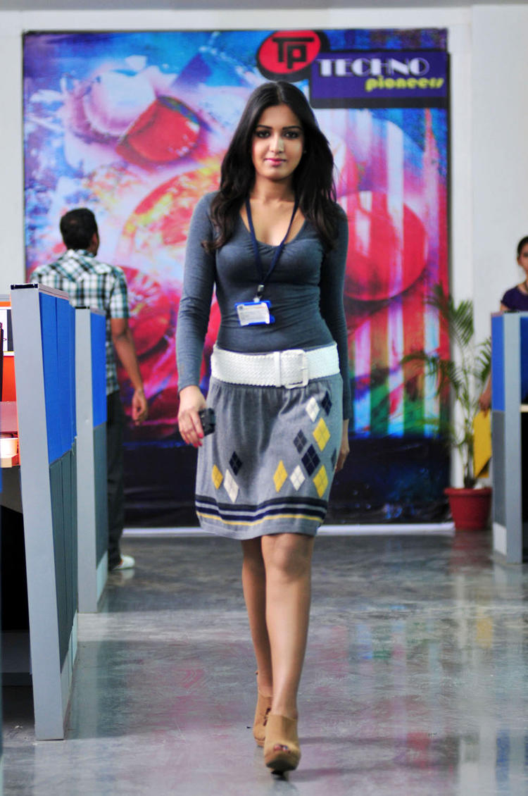 Catherine Corporate Look Photo From Movie Chammak Challo