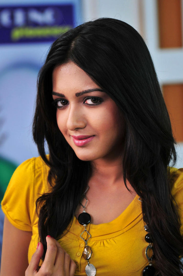 Catherine Cute Expression Photo Still From Movie Chammak Challo