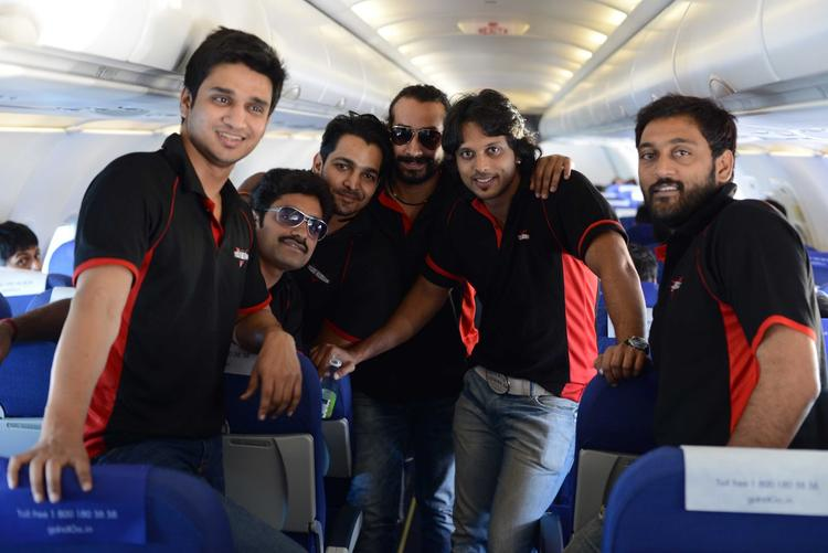 Aadarsh,Ajay And Telugu Warrior Players Posed For Photo In Bus