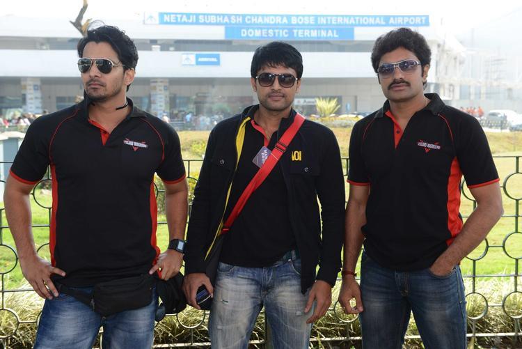 Nandakishore With His Team Players Pose For Photo At Netaji Subhash Chanra Airport