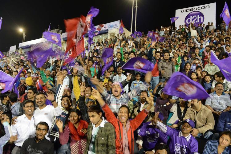 Audience Photo Snapp At Telugu Warriors Vs Bengal Tigers CCL 3 Match