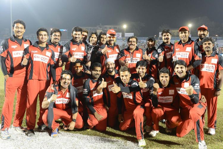 Venkatesh,Tharun And Srikanth With Team Players Posed For Camera After Win The Match