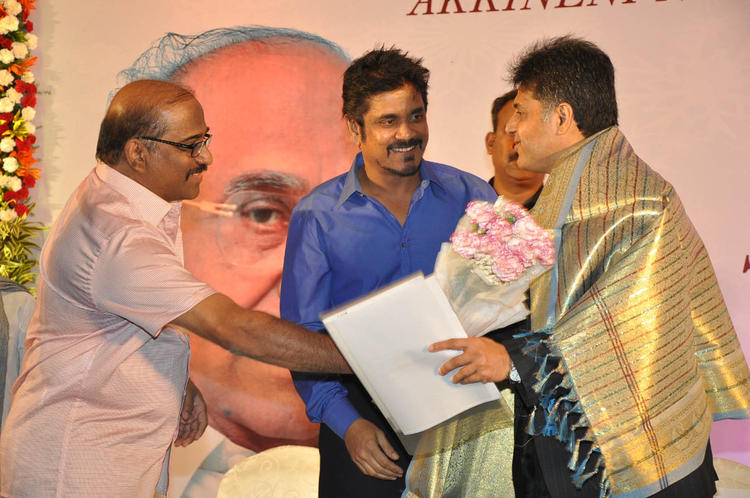 Nagarjuna Greets Manish At ANR Award Ceremony Function
