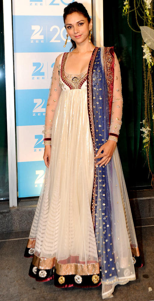 Aditi Rao Posed For Camera At 20th Anniversary Bash Of ZEE TV