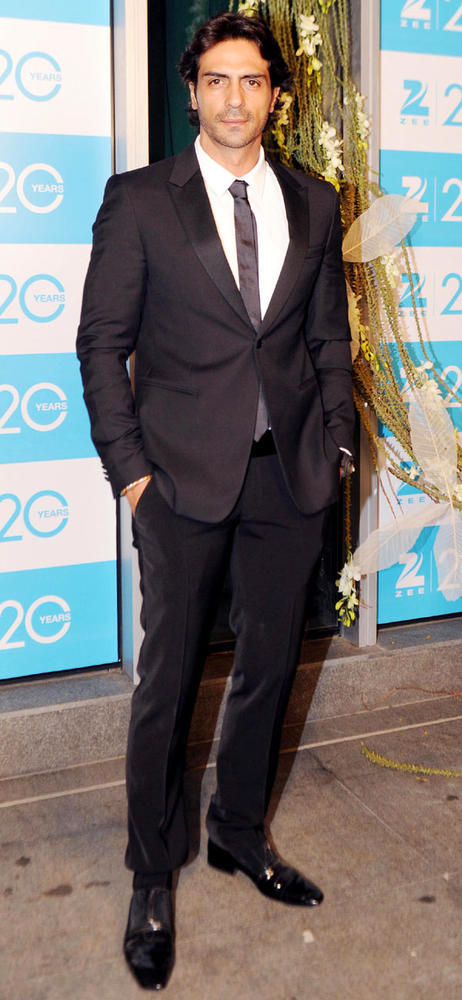 Arjun Looks Dapper In A Suit At 20th Anniversary Bash Of ZEE TV