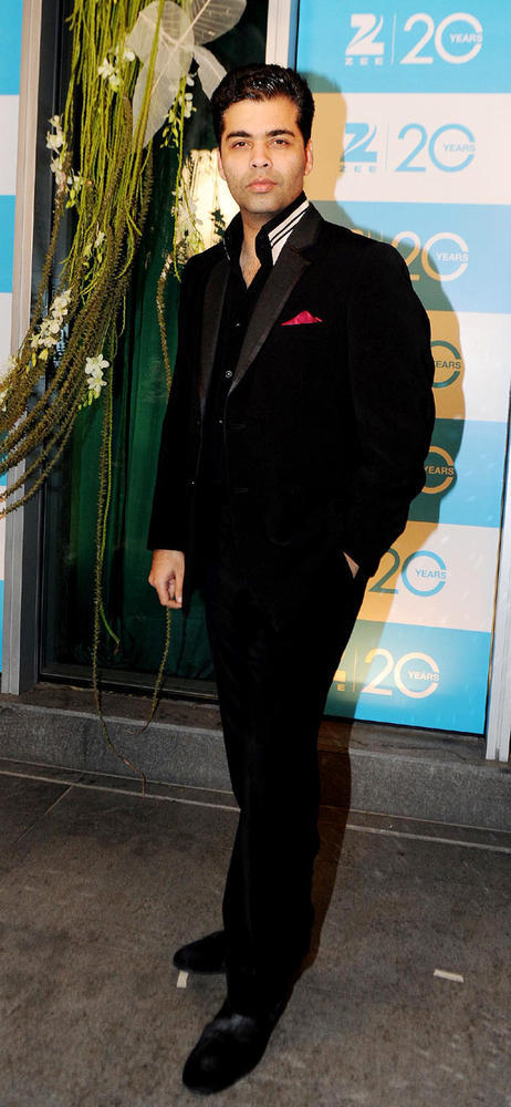 Karan Looked Smart In A Black Suit At 20th Anniversary Bash Of ZEE TV