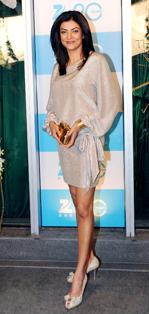 Sushmita Looked Hot In Chick Dress At 20th Anniversary Bash Of ZEE TV