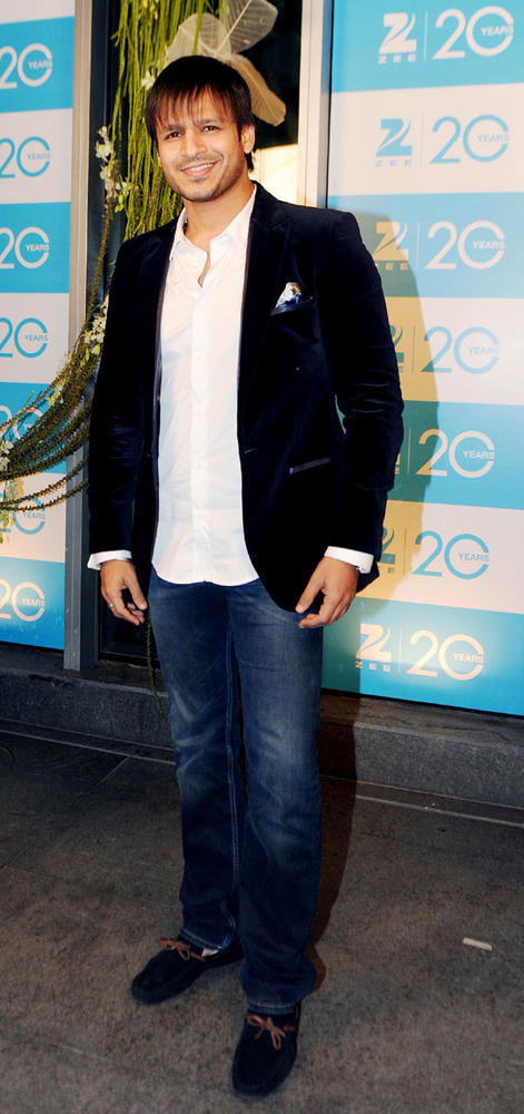 Vivek Dashing Look Appearance At 20th Anniversary Bash Of ZEE TV