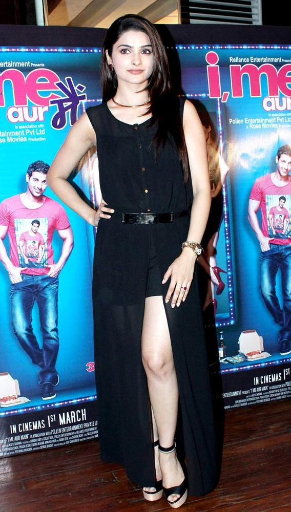 Prachi Desai Strikes A Sexy Pose At I Me Aur Main Movie Press Conference