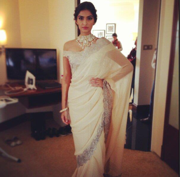 Sonam Kapoor Posed For Camera At GJEPC Press Conference 2013