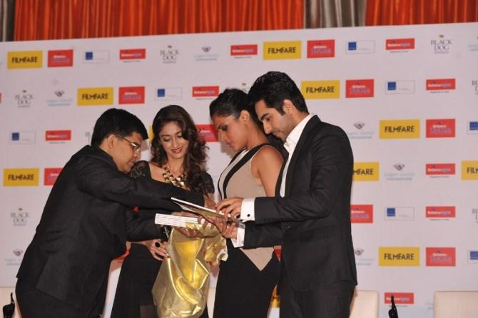 Ileana,Richa And Ayushmann Snapped During Unveiled The Filmfare Special Award Issue