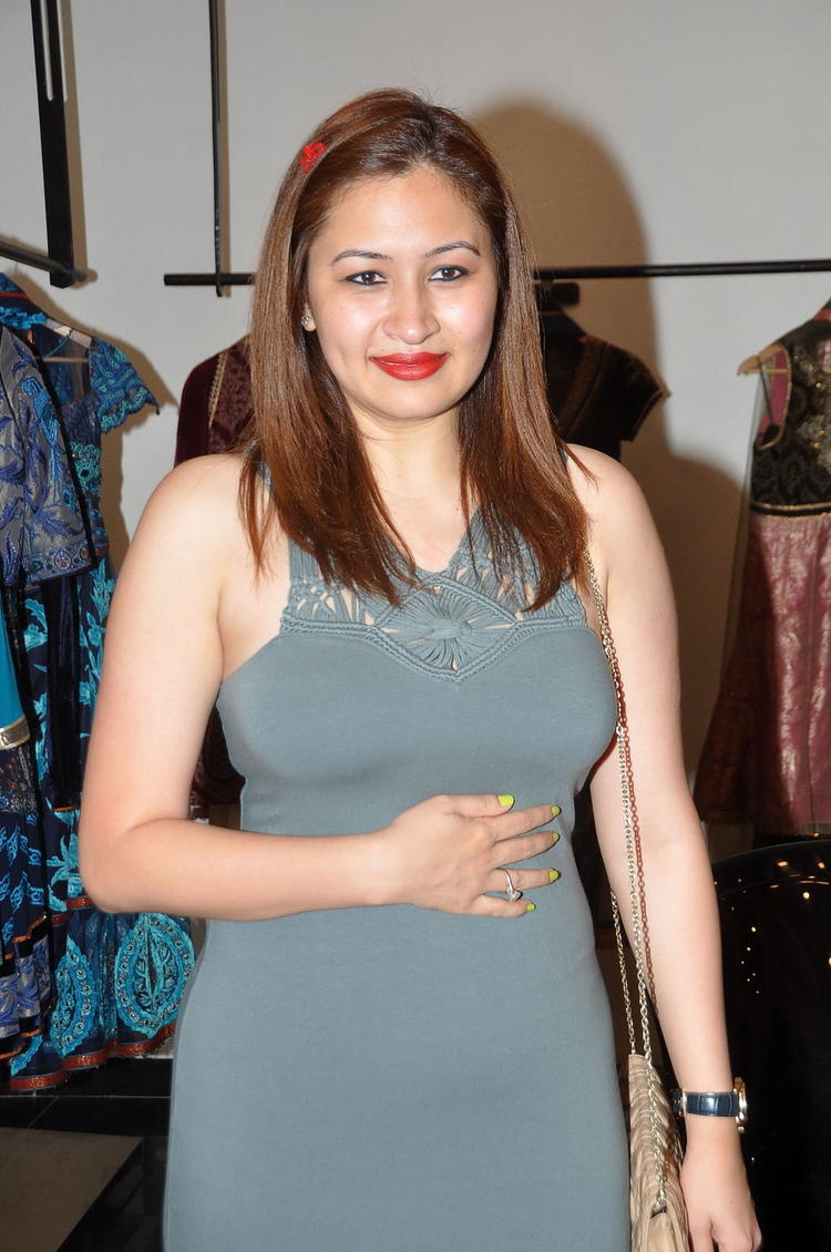 Jwala Gutta Nice Look With Cute Smiling Photo Still