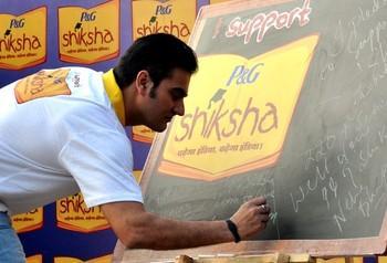 Arbaaz Writting Photo Clicked At Walk For The Love Of Shiksha In Mumbai