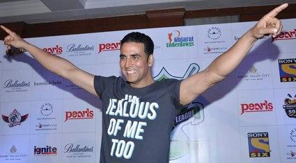 Akshay Hand Streching Photo Clicked At Golf Premiere League