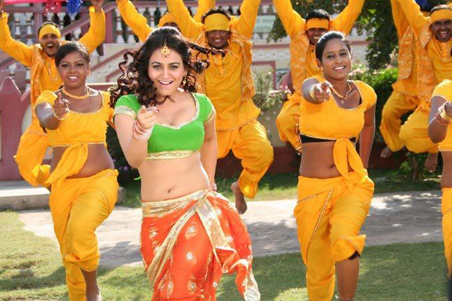 Aksha Pardasany Looked Hot In A Song From Movie Rye Rye