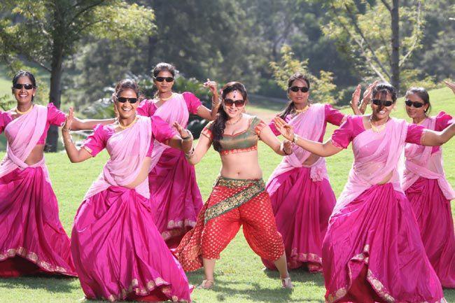 Aksha Pardasany Rocking Dance Photo Still From Movie Rye Rye