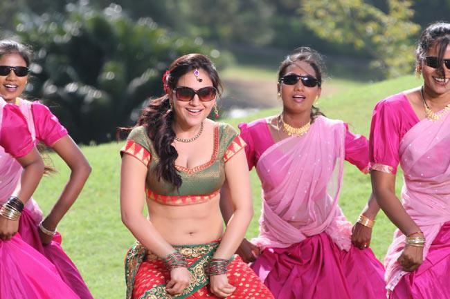 Aksha Pardasany Sexy Navel Show Photo Still From Movie Rye Rye