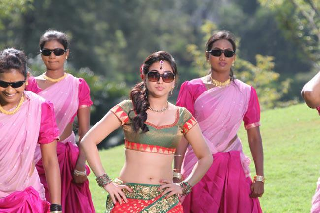 Aksha Pardasany Spicy Look Photo Still From Movie Rye Rye