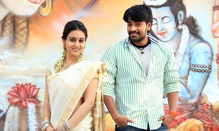 Srinivas And Aksha Dazzling Look Photo Still From Movie Rye Rye