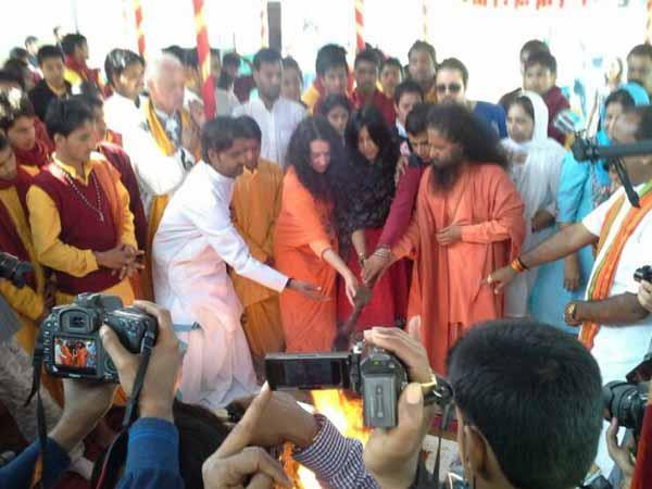 Ekta Kapoor Performed A Mahayagna At Kumbh Mela In Allahabad
