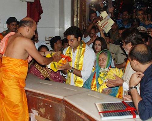Amitabh,Jaya,Abhishek And Aishwarya Visit At Siddhivinayak Temple
